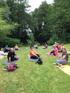 fête de fin d 'année , yoga jardin
