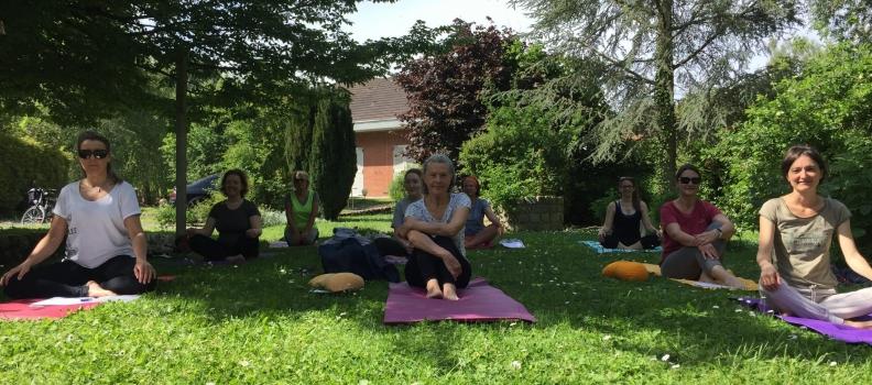 Séances de yoga dans le jardin sur Bethune